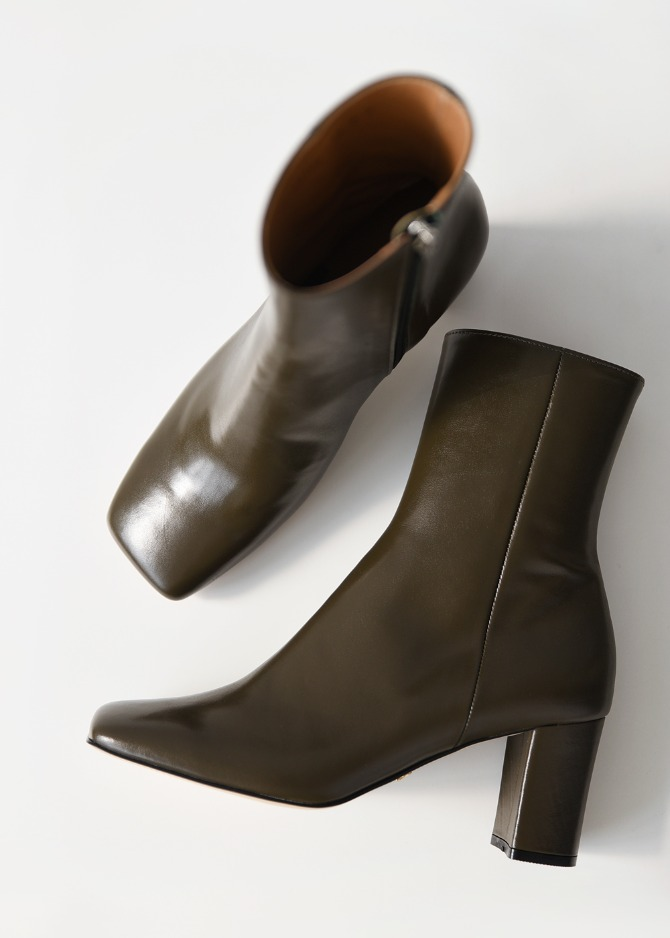 Square-toe Mid Heel Boots