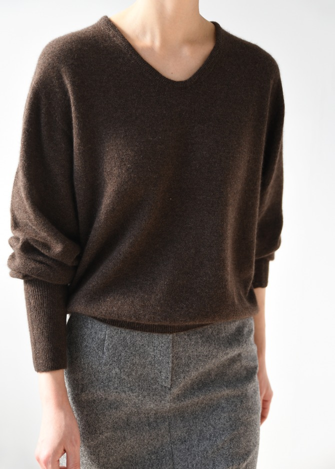 R&C V-neck Knit